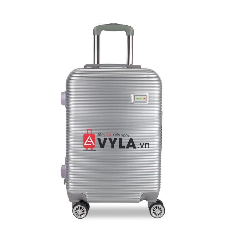 Bánh xe và cần kéo của vali rất cứng và bền, bánh xe có thể xoay 360 độ