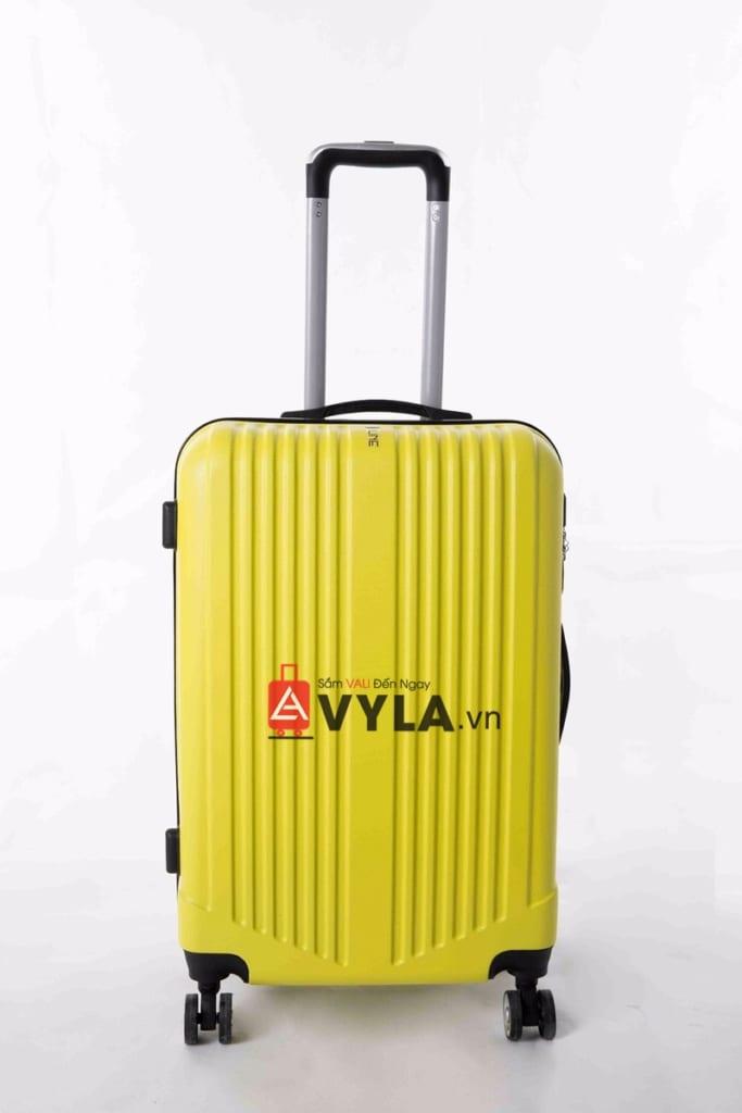 Tay cầm vali rất chắc giúp bạn tiết kiệm sức khi kéo
