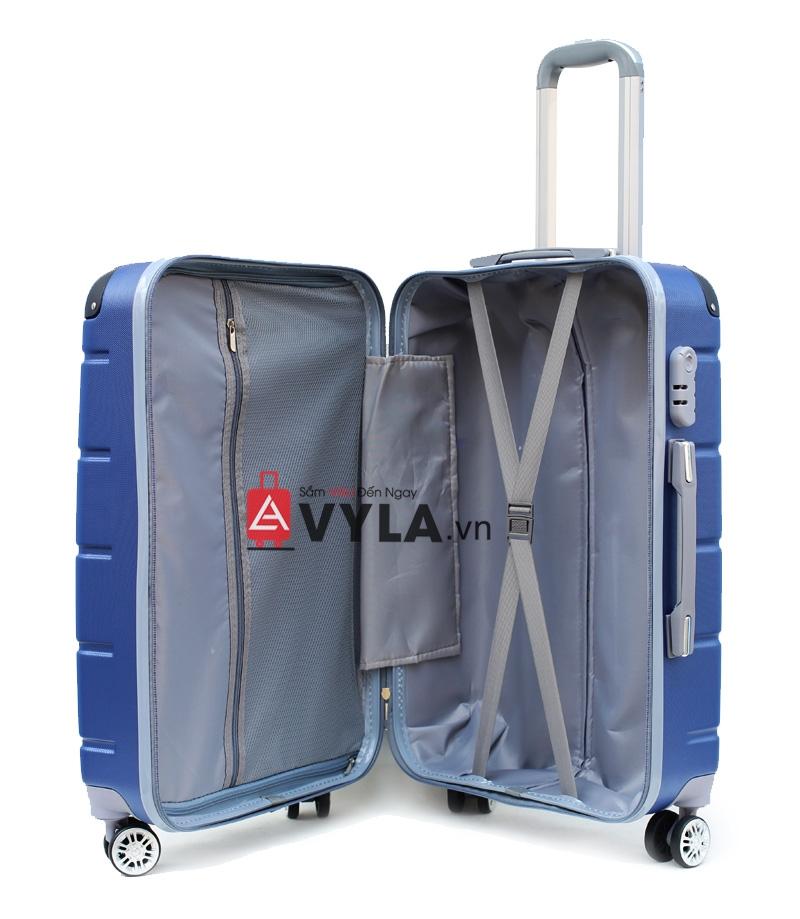 Ngăn chứa của vali rất rộng