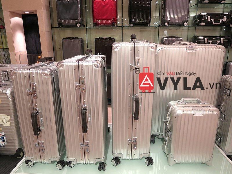 Hãy đến VYLA để sắm ngay 1 chiếc vali