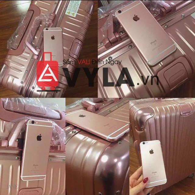 Phối chiếc vali màu hồng rimowa với iphone 6 đó là sự kéo hợp tuyệt vời