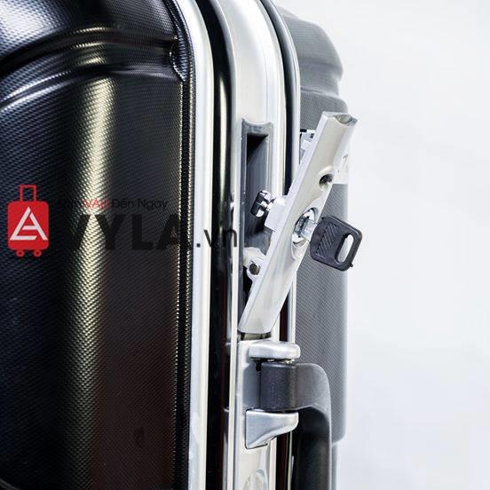 Vali khung nhôm khóa sập màu đen mẫu 1 tphcm
