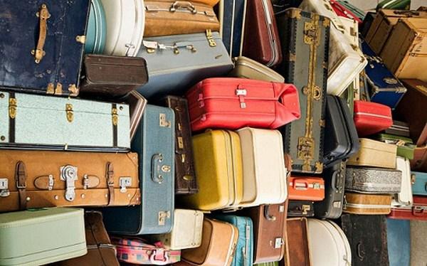 Khi hành lý quá nhiều, bạn phải đóng gói cẩn thận và ký gửi chúng